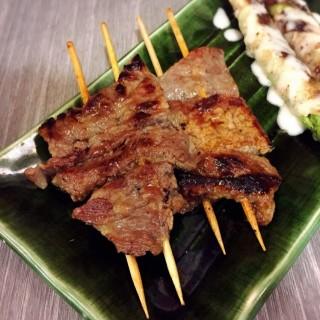 燒牛肋骨 - ใน銅鑼灣 จากร้าน勝八鉄板串料理 (銅鑼灣)|ฮ่องกง