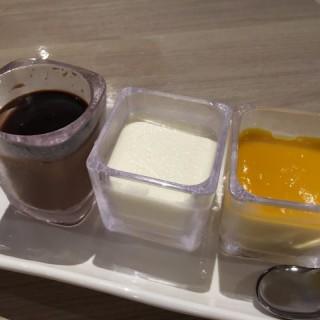 芒果布甸, 北海道3.6牛乳奶凍, 朱古力燉蛋, 即焗朱古力心太軟配云尼拿雪糕 - 位於尖沙咀的三禾中日料理 (尖沙咀)   香港