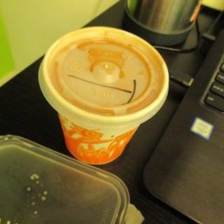 熱奶茶 - 位於荔枝角的瑞士咖啡室 (荔枝角) | 香港