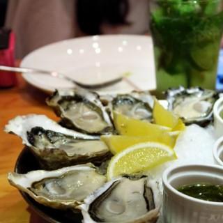 Roquefort mussel tin hau 39 s a la maison xxl seafood grill western - Videos xxl a la maison ...