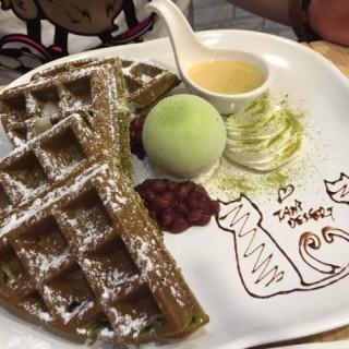 抹茶麻糬鮮忌廉窩夫配抹茶雪糕 - 位於屯門的嘆甜品 (屯門) | 香港