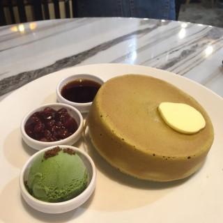 綠茶紅豆厚焗鬆餅 - 位於銅鑼灣的HeSheEat (銅鑼灣) | 香港