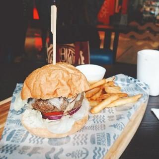 芝士磨菇牛肉漢堡 - 位於荃灣的Sixer Burger (荃灣) | 香港