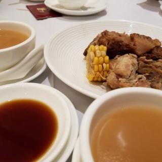 猴頭菇粟米豬蹄老火煲靚湯 - 位於觀塘的玉桃軒酒家 (觀塘)   香港