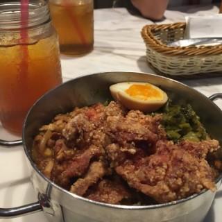 鹽穌雞扒魯肉飯 - 位於中環的屋喔 (中環) | 香港