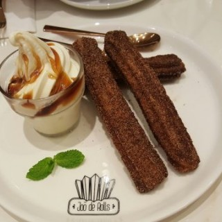 churros with salted caramel coated ice-cream👍 - 位於尖沙咀的Joō de Rolls (尖沙咀) | 香港