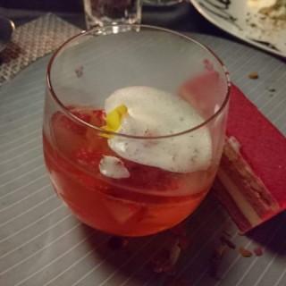 白酒草莓啫喱凍配玫瑰泡沫 - 位於尖沙咀的Shine (尖沙咀) | 香港