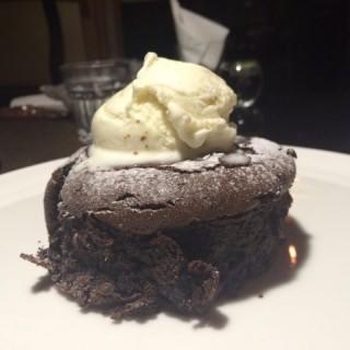 Molten Chocolate with Home-Made Vanilia Icr Cream - 位於大坑的Bovini Steakhouse & Bar (大坑) | 香港