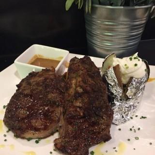炭燒穀飼澳洲肉眼牛扒伴焗薯 - 位于荃湾的Chef's Stage Kitchen (荃湾) | 香港
