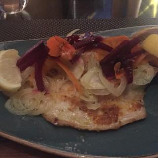 燒原條鱸魚 - 位於灣仔的Mirage Bar & Restaurant (灣仔) | 香港