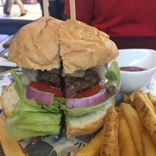 芝士蘑菇汁漢堡 - 位於荃灣的Sixer Burger (荃灣) | 香港