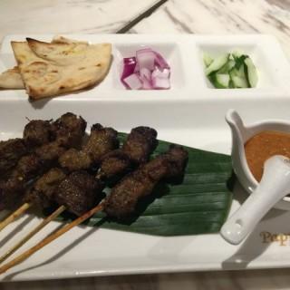沙嗲牛肉串 - 位於的PappaRich Malaysian Delights (銅鑼灣) | 香港