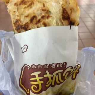 咸牛肉、蛋、芝士手抓餅 - ใน西灣河 จากร้าน+5ºC (西灣河)|ฮ่องกง