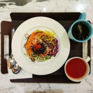 胡麻汁冷麵配蟹柳及野菜套餐 - 位于中环的Coffee Central By Coffee Exchange (中环) | 香港
