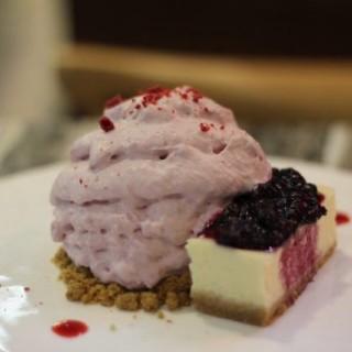 藍莓芝士蛋糕泡沫 - 位於銅鑼灣的HeSheEat (銅鑼灣) | 香港