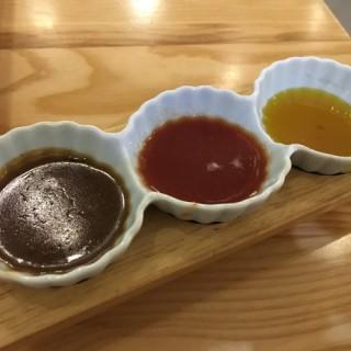 德國鹹豬手配招牌三色汁 - 位於觀塘的I's Land Cafe (觀塘) | 香港