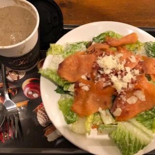 Caesar Salad with salmon - 位於旺角的Passion by Gerard Dubois (旺角) | 香港