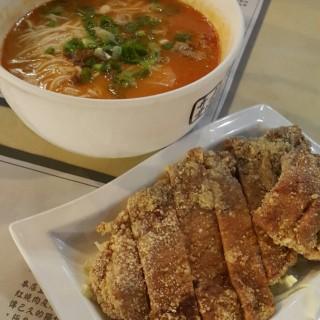 排骨擔擔麵 - 位於跑馬地的上海弄堂菜肉餛飩 (跑馬地)   香港