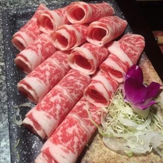 極上雪花肥牛 - 位於佐敦的養心殿台式養生鍋 (佐敦) | 香港