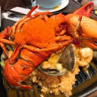 原隻波士頓龍蝦芝士龍蝦汁意大利飯 - 位於旺角的街坊Cafe (旺角) | 香港