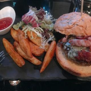 美國安格斯藍芝士煙肉漢堡 - 位於太子的Channel 3 Tapas Bar & Restaurant (太子) | 香港