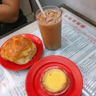 菠蘿油,酥皮蛋撻,凍奶茶 - 位於灣仔的金鳳茶餐廳 (灣仔) | 香港