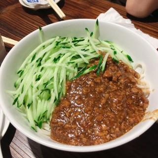 京式炸醬拌麵 - 位於深水埗的龍鳳祥餃子館 (深水埗) | 香港
