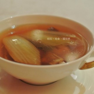 姫松茸炖雞湯 -  dari Canton (路氹城) di 路氹城 |Macau