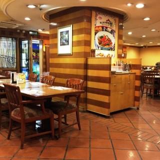 用餐環境舒適 -  dari Cafe Rose Garden (新口岸) di 新口岸 |Macau