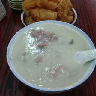 皮蛋牛肉粥 -  dari 成記粥品 (新馬路) di 新馬路 |Macau