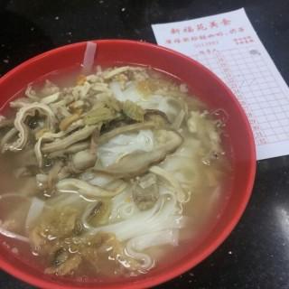 豬雜河粉 -  dari Estabelecimento de Comidas San Fok Un (下環) di 下環 |Macau