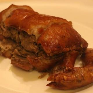 意式烤乳豬配蘑菇及薯蓉 (Maialino da Latte in Porchetta con Rosmarino, Italian Country-Style Suckling Pig with Sautéed Mushrooms and Mashed Potatoes) -  dari Terrazza Italian Dining (路氹城) di 路氹城 |Macau