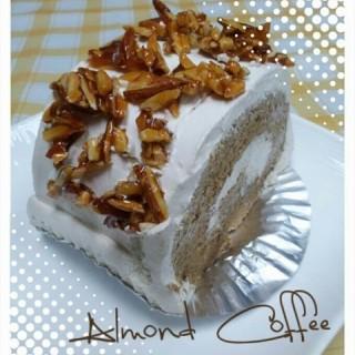 เค้กกาแฟอัลมอนด์ -  dari Kogane (ทุ่งวัดดอน) di ทุ่งวัดดอน |Bangkok