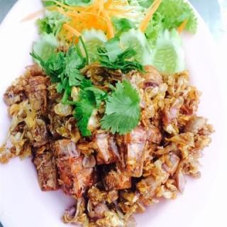 กั้งไข่มอดกระเทียมพริกไทย -  dari ม.มู๋ ปลาเผา (บางแสน) di บางแสน |Chonburi